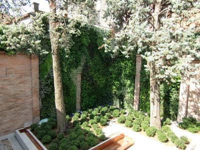 Der Fassadengarten ist für Wände und Fassaden außen und innen konzipiert / Foto: Optigrün