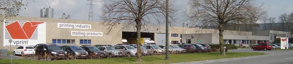 Der Gebäudekomplex von VPrint im Gewerbegebiet der belgischen Kleinstadt Mouscron (Moeskroen)