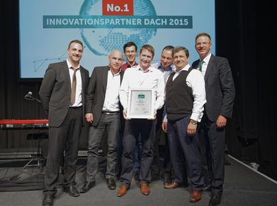 Die Kaspersky Task Force der ectacom freut sich über den von Holger Suhl überreichten Award
