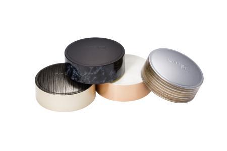 Per CAP-tivate Luxury dekorierte Verschlusskappen in Naturdesigns (Foto: Kurz)