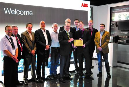 Handing over the certificate to ABB