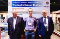 During his stay in Bangkok, the DVS General Manager, Dr.-Ing. Roland Boecking (right), was accompanied by Professor Dr.-Ing. Fritz Hartung (left) who has lived in Thailand for many years. They also met up with various representatives of firms for discussions, such as with Johannes Wirth from EWM AG here (Source: KMUTNB)