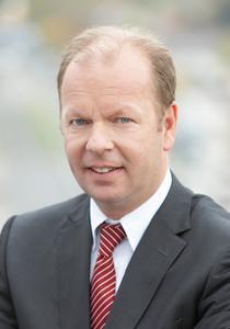 Kobesen (48) ist seit August 2008 Mitglied des PTV-Vorstands. Als Logistikberater gründete und leitete er die Firmen Districon und Ordis, heute PTV Benelux. Er verantwortet ab April 2010 das Geschäftsfeld Logistics