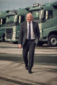 Volvo Trucks CEO Claes Nilsson glaubt, dass Elektromobilität und Hybridtechnologie eine wichtige Rolle spielen werden, was die Verbreitung nachhaltigerer Transportlösungen anbelangt