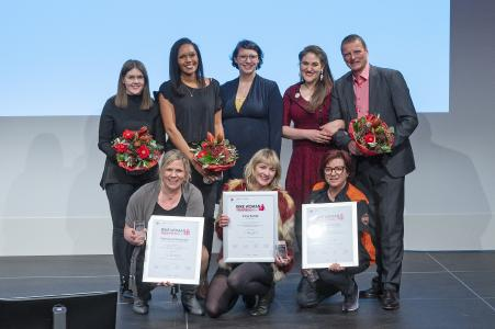 Hintere Reihe v.li.; Christina Eder (Event-Marketing Managerin VCG), Ursula James (Event-Projektmanager Vogel Communications Group), Miriam Höfer (Büse), Annika Gramlich (SHE is a Rider), Stephan Maderner (»bike und business«), vordere Reihe v.li. Patricia Ackerschott (Louis), Irene Kotnik (Petrolettes) und Susanne Scholz (SMS Westpoint Harley-Davidson Augsburg) (Bild: J.Untch/»bike und business«)