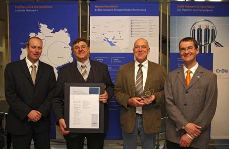 EnBW zeichnet ifm electronic GmbH als energieeffizientes Unternehmen aus (v.l.):S.Kesenheimer (Vertriebsleiter EnBW-Niederlassung Ravensburg), K.Milz (UBLT ), G.Hohloch (AL Gebäudetechnik Energiemanagement ) A.Schreijäg (Projektleiter EnBW)