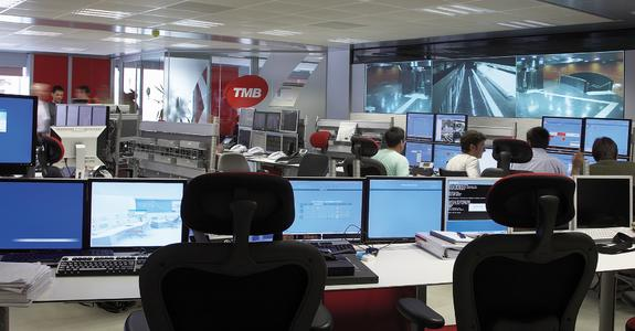 Control room with eyevis video wall