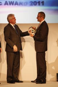 From left: Martin Zeil, Bavarian State Minister for Economic Affairs, Infrastructure, Transport and Technology; Rolf Najork, Director of Schaeffler's eMobility Systems Division