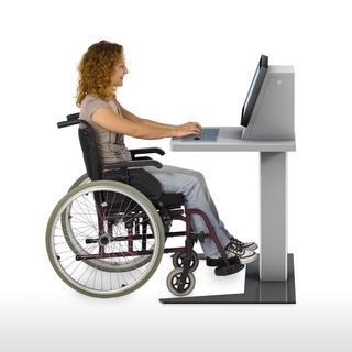 P4 mit Rollstuhlfahrerin