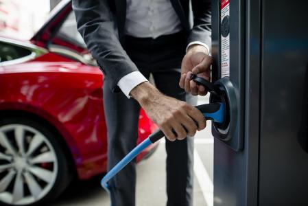 LeasePlan: Online-Firmenwagen-Leasing goes electric