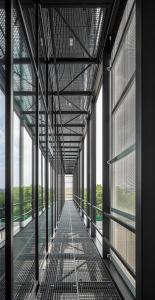 Vor der Fassade wurden schwarze Stahlbalkone integriert / Bildnachweis: Schüco International KG // Fotograf: Atelier Altenkirch