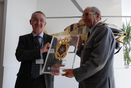 Dank an die Königlich-Marokkanische Gendarmerie für 50 Jahre Treue zu Eurocopter / ©copyright Eurocopter