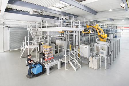 Am Dematic-Stand auf der LogiMAT wird unter anderem die vollautomatische Palettierlösung AMCAP zu sehen sein. (Foto: Dematic GmbH)