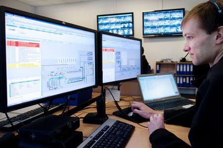 Industrie 4.0: Zur idealen Wertschöpfung in der Logistik wird es immer wichtiger, Menschen, Objekte und Systeme intelligent zu verknüpfen. (Foto: Dematic GmbH)