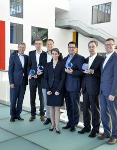 V.l.n.r.: Dr. Jürgen Omeis (ALTANA AG), Dr. Marc Eberhardt (BYK-Chemie GmbH), Mark Heekeren (BYK-Chemie GmbH), Dr. Petra Severit (ALTANA AG), Dr. Guillaume Jaunky (BYK-Chemie GmbH), Jeong-sik Shin (BYK Korea LLC), Dr. Horst Sulzbach (BYK-Chemie GmbH), Hinweis: Herr Jeong-sik Shin vertritt das koreanische Team in Abwesenheit von Herrn Byungdu Bae, (Quelle: ALTANA AG)