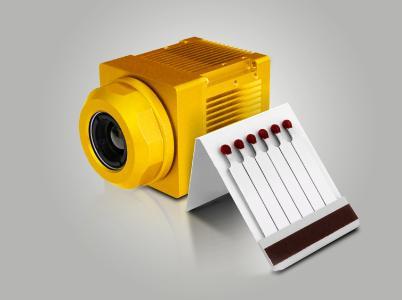Bild 01: Intelligente Wärmebildkamera für den industriellen Einsatz. Dank ihrer kompakten Abmessungen lässt sie sich auch unter beengten Platzverhältnissen gut unterbringen. (Urheber: Polytec)
