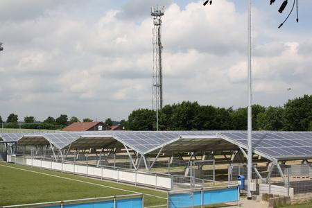 Mehr als 6.000 Quadratmeter Photovoltaikflächen sind an der connectM-Arena errichtet worden.