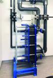 Wenn es richtig heiß wird, bietet der Plattenwärmetauscher Extra-Sicherheit. Bedarfsgerecht mit Zusatzwasser durch-strömt, fängt er Spitzenlasten ab