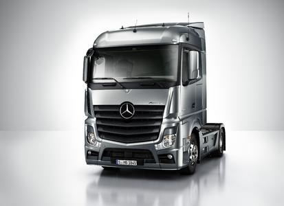 The V-ribbed belt CONTI® UNIPOWER TOUGH GRIP ensures a reliable and quiet drive of cooling equipment in the truck models Actros and Atego of Mercedes-Benz