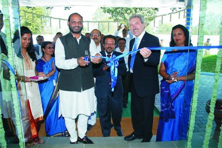Naranbhai Rathwa, Minister der Staatseisenbahn des Bundesstaats Indien und Bock Geschäftsführer Heinrich Reuß bei der feierlichen Einweihung des neuen Werks