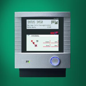 Das Zeitdatenerfassungsterminal NTUS 3450 von PCS mit SEW-firmenspezifischem Passepartout