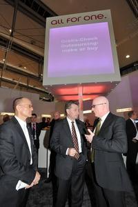 (von links nach rechts) Klaus Haasis, Geschäftsführer MFG Medien- und Filmgesellschaft Baden-Württemberg mbH, Günther Oettinger, Ministerpräsident Baden-Württemberg, Lars Landwehrkamp, Vorstandssprecher All for One Midmarket AG
