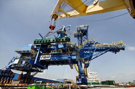 Schwergut-Rekord im Neustädter Hafen
