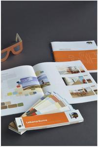 Lebensräume: Das ganzheitliche Medium bestehend aus Fächer und Broschüre beinhaltet Tipps und Vorschläge zur Innenraumgestaltung speziell für ältere Menschen, Foto: Caparol Farben Lacke Bautenschutz
