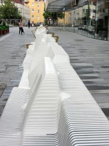 Mehr als 7.000 Lamellen aus Glass und Quarz fügen sich zu einem Gesamtkunstwerk zusammen. FOTO: Rosskopf + Partner