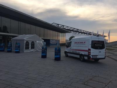 Der Laserschweißbus der Firma Reichle präsentiert auf dem Messegelände die Möglichkeiten der Vor-Ort-Einsätze