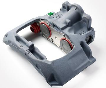 The latest addition to the Knorr-Bremse Genuine Remanufactured Portfolio: a caliper for SN6 and SK7 trailer disc brakes. For older trailers in particular, these industrially reconditioned products, which offer less mileage, represent 100% OE manufacturer quality, providing a low-cost, safe alternative for value-based repairs / © Knorr-Bremse