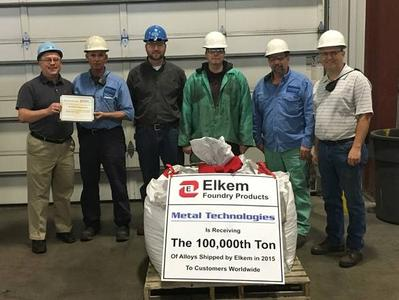 Elkem's Mike Riabov (far left) helps Metal Technologies' Auburn Casting Center in Auburn, Indiana commemorate the arrival of Elkem's 100,000 ton of foundry alloys shipped worldwide in 2015. The Auburn operating team of Lacy Taulbee, David Kesse, Erik Jorgensen, Rick Herman, and Doug Weaver (second from left to far right) was present for the ceremony