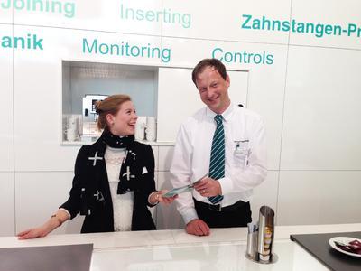 Interpret GmbH   Mmessehostess   Motek 2014
