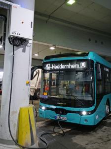 ABB liefert effiziente Ladeinfrastruktur für eine neue E-Buslinie in Frankfurt am Main / Bild: FES Frankfurt