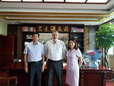 From left: Zhang Huimin, Owner of Hongda I&S; Stefano Cantarutti, Area Sales Manager LP; Liu Zhe, Sales Manager LP