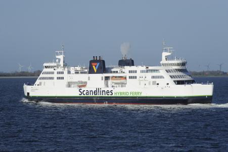 Die Hybridfähre Prinsesse Benedikte der Reederei Scandlines, die auf der Ostsee zwischen Puttgarden und Rødby (Dänemark) verkehrt, spart dank ebm-papst über 80 % Energie bei der Belüftung.