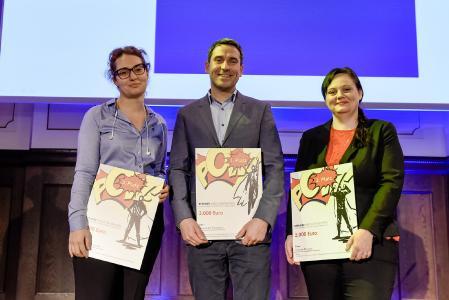 Nino Chinchaladze, Alexander Forchert und Doreen Ehrlich (v.l.n.r.) sind die glücklichen Gewinner des Berliner Absolventenpreises bei der Preisverleihung beim Infora Anwenderforum am 12. Februar 2020 in Berlin / Bild: Materna