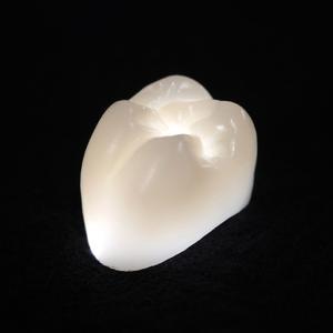 So lichtdurchlässig wie ein echter Zahn