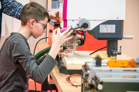 In der explorhino-Werkstatt im AAccelerator können Kinder und Jugendliche selbst basteln und werkeln / Fotohinweis: © Hochschule Aalen / Kai Binnig