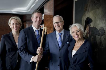 Handing over the baton: Philip Harting (second from the left) succeeds his father Dietmar Harting as Chairman of the Board