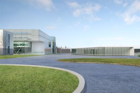Ansicht des geplanten Neubaus Entwicklungsgebäude und Automotive OEM-Zentrale von Schaeffler. Auf einer Fläche von 23.400 qm sind Büroräume für rund 500 Personen, eine Kantine, ein großzügiger Konferenzbereich sowie Prototypenbau und Prüfstände geplant. Das Investitionsvolumen beträgt rund 60 Mio. Euro, es werden voraussichtlich 350 Arbeitsplätze, hauptsächlich im Bereich E-Mobilität, in den nächsten Jahren neu entstehen. Das Gebäude rechts im Bild ist als zentrale Pforte für die Gebäude in Bühl-Bußmatten vorgesehen / Foto: Schaeffler