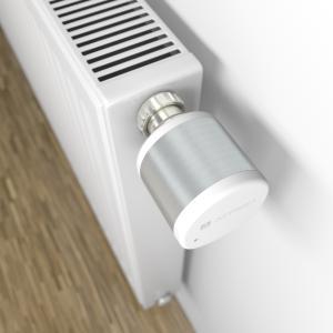 """Die neuen kabel- und batterielosen AFRISO Funk-Stellantriebe AVD 30 eignen sich ideal für die Nachrüstung von Heizkörpern und Radiatoren und sind für den Einsatz in Schulen, Behörden und öffentlichen Gebäuden, in denen die Temperatureinstellung nur durch autorisiertes Personal erlaubt ist, geradezu prädestiniert. Die Stellantriebe AVD 30 sind zudem im Rahmen des Förderprogramms """"Heizungsoptimierung"""" als Bestandteil der MSR-Technik förderfähig (Foto: AFRISO)"""