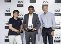 Übergabe des Preises, v.l.n.r.: Andrea Rave (Business Vision Oemeta), Ranga Yogeshwar (Mentor TOP100), Thomas Vester (Geschäftsführer Oemeta) Handing over the seal of approval, left to right: Andrea Rave (Business Vision Oemeta), Ranga Yogeshwar (TOP 100 project's mentor), Thomas Vester (CEO Oemeta) Bildnachweis ©KD Busch/compamedia