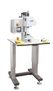 SCHMIDT® ElectricPress 43 mit der neuen Steuerung PressControl 75, SafetyModule, Zweihandauslösung und Pressenuntergestell
