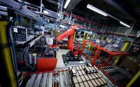 Investitionen in neue Technologien in der Logistik – Behälter-Kommissionierroboter unterstützt beim Umlagern der Artikel