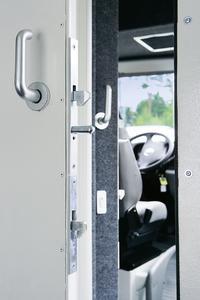 Hohe Sicherheit für Fahrgastraum und Ladung mit Schließlösungen von ASSA ABLOY, (Foto: ASSA ABLOY Sicherheitstechnik GmbH)
