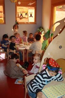 Eine lebendige Kinderwelt, in der ausgelassenes Spielen erlaubt ist. Fotos: Caparol Farben Lacke Bautenschutz/Andrea Nuding