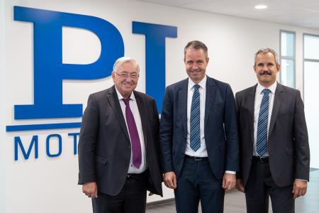 Freuen sich auf eine erfolgreiche Zusammenarbeit in der PI Ceramic Geschäftsführung: Dr. Karl Spanner, Dr. Patrick Pertsch und Dr. Peter Schittenhelm (v. l. n. r.) (Bild: PI)