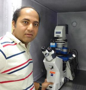 Professor Shivprasad Patil am IISER, Indien, mit seinem JPK NanoWizard® AFM