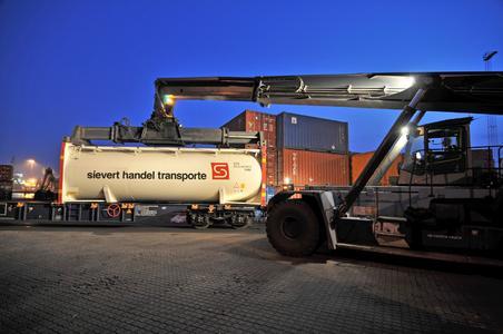 Die Sievert Handel Transporte GmbH setzt auf den Ausbau ihrer intermodalen Entsorgungslogistik. (Fotos: sht)